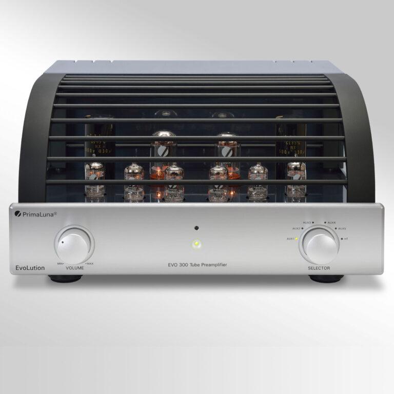 De PrimaLuna Evo 300 is buizenvoorversterk van PrimaLuna voorzien van 2 x 5AR4, 6 x 12AU7 buizen